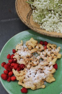 Elderflower fritters with wild strawberries